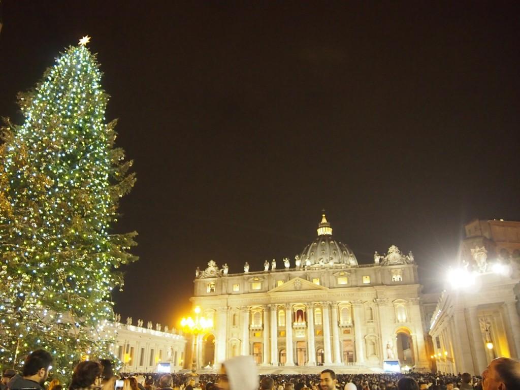 クリスマスイブ、ヴァチカンの聖ピエトロ大聖堂にて。