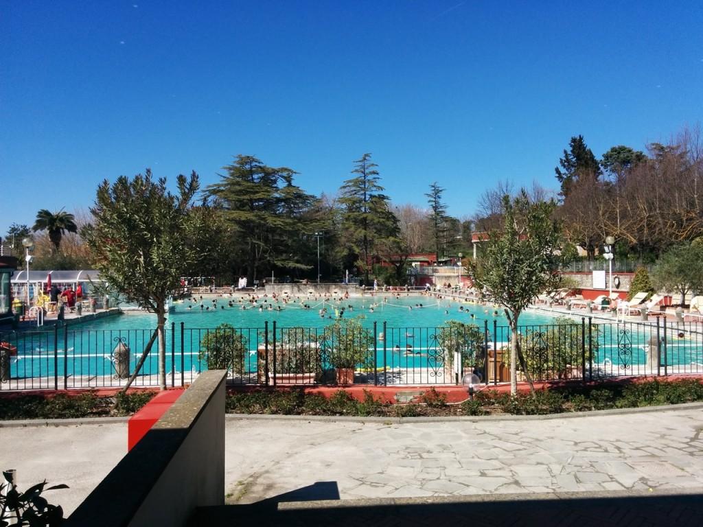 コンクールが行われた街はなんと温泉が有名で屋外にも温泉プールがありました。