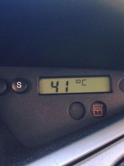 車の中とはいえありえない高温です…