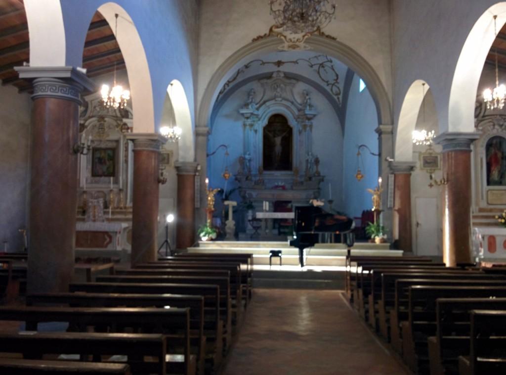 大きすぎない教会でほどよい響きの空間でした