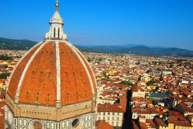 フィレンツェのドゥオモのクーポラを鐘楼から眺めて