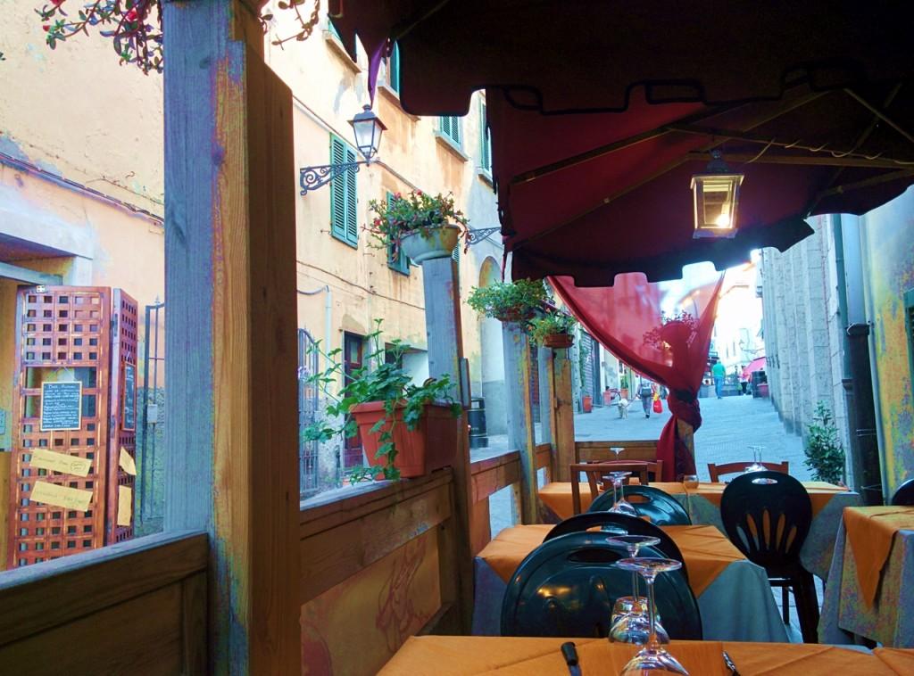 かわいらしい旧市街のレストランで