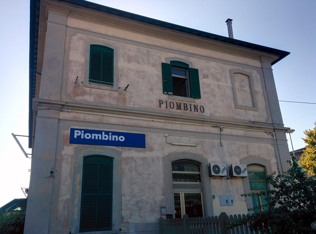 Piombino駅。ちっちゃなかわいい駅です。