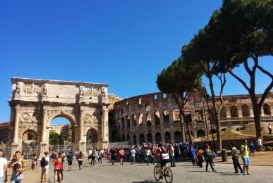 コロッセオと凱旋門