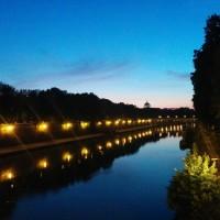 テヴェレ川にて。夜9時半でこの空の色